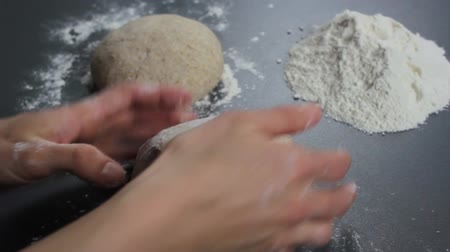 hamur : Kneading dough Stok Video