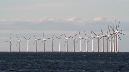 reutilizável : Wind power generators on sea Stock Footage