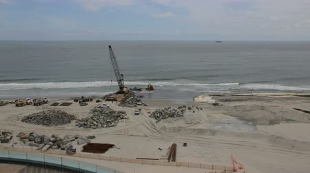Il s'agit d'un laps de temps de construction sur la plage, la construction d'une nouvelle jetée à Atlantic City, New Jersey.