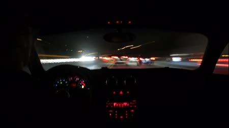 prędkość : High speed, long exposure time lapse shot of a night commute on the freeways of Los Angeles