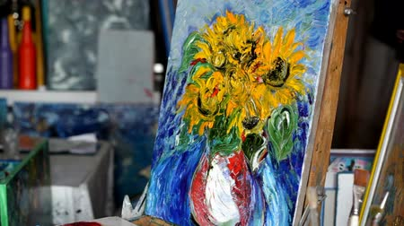 oilpaint : Process of oil painting, artist paints picture on canvas. Sunflowers. Stock Footage
