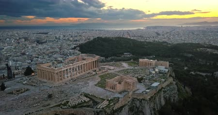 акрополь : Aerial view of Acropolis of Athens at sunset Стоковые видеозаписи