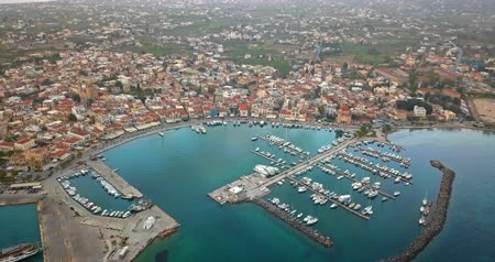 grecja : Aerial view of greek town Aegina, port of Aegina, Greece