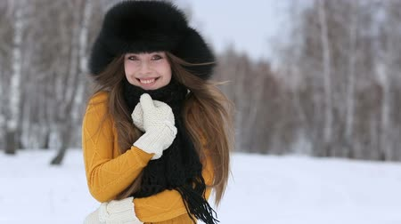 čepice : Video of beautiful smiling female in luxurious fur head cloth outdoor in winter