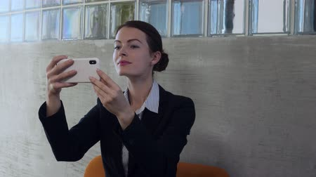 hanedan arması : Business woman look into smart phone glass reflection and smarten up. Stok Video