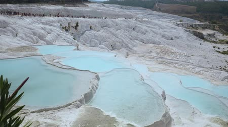 кальций : Travertines with turquoise water in Pamukkale.