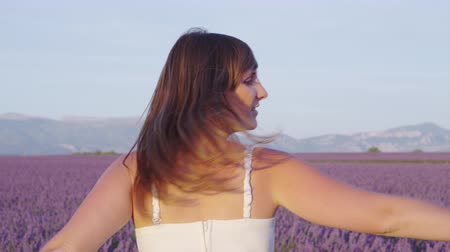 valensole : SLOW MOTION: Young woman enjoying in beautiful lavender field in Provence, France