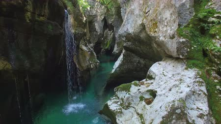 slovenya : AERIAL: Emerald water running through the narrow canyon