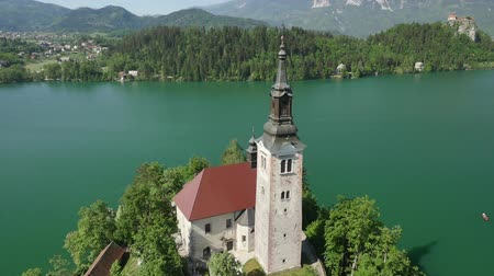 AERIAL: Church on famous island in the middle of Bled lake on a beautiful sunny day in summer Wideo