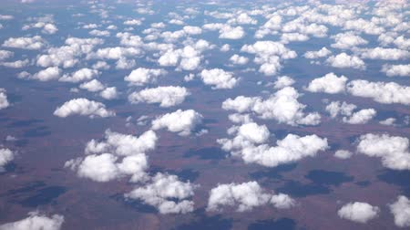 dirigível : AERIAL: Looking from airplane on Great Victoria Desert and small white puffy clouds. View of vast beautiful and interesting landscape scenery of arid, deserted area with sandhills and grassland plains Vídeos