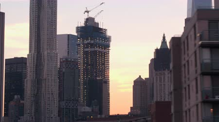 blok mieszkalny : CLOSE UP: Skyline of iconic historic landmarks in New York City, Manhattan downtown - Municipal Building, Beekman Tower and Woolworth Building under construction surrounded by luxurious condos, flats Wideo