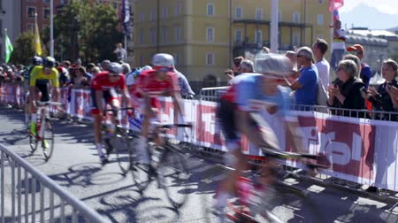 seçkinler : Innsbruck, Tyrol  Austria - September 30th 2018: World's best road cyclists compete in races at the 2018 UCI Road World Championships. Men Elite Road Race Finals.  Leaders passing the crowd.