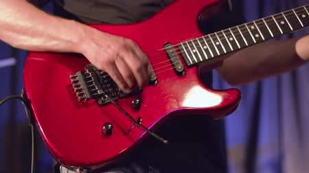 yüksek sesle : Man lead guitarist playing electrical guitar on concert stage. Stok Video