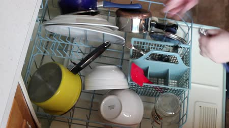 tigela : High Angle Unloading Dishwasher