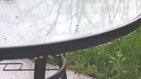 mroczne : Rain Hitting the Patio Table Tilt Up