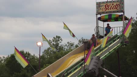 engedmény : People going down slides at the Carnival