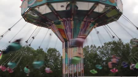 karnaval : Moving Swing ride at the Carnival