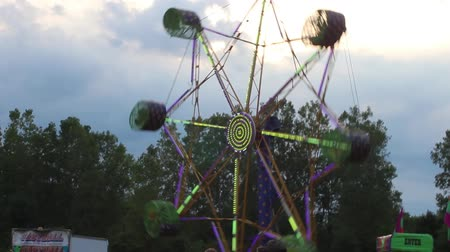 engedmény : The Spider Ride Gradually Slowing Down at the CArnival Stock mozgókép