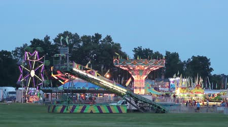 engedmény : The Carnival at Night Lit Up seeing the swings, slide, and spider rides
