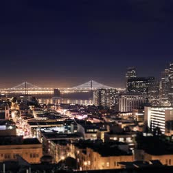 szilícium : San Francisco-Oakland Bay Bridge lights and cityscape time lapse at night RL Pan