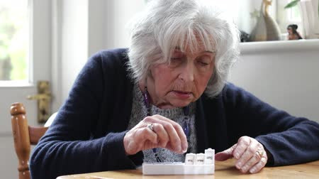 rekesz : Senior Woman Organizing Medication Into Pill Dispenser At Home