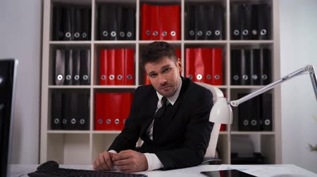 rád : POV. Young successful attractive Businessman in formal suit hear and listen your opinion. Modern office. He agree and approve. 4k uhd. Closeup portrait. Teal and orange slider glidetrack shot. Dostupné videozáznamy