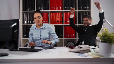 решить : Rock Paper Scissors in business office between man and woman colleague employee. Loser - working with computer, winner - resting. Armchair, tabletPC. keyboard, mouse. White room. Стоковые видеозаписи