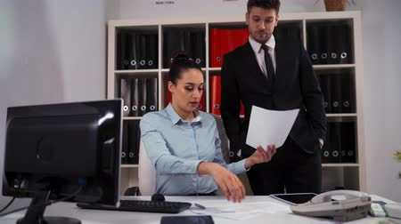 gravata : Two businesspeople in office. Young Woman employee ask man colleague entrepreneur in formal suit and tie to help, but he rejecting and go away.