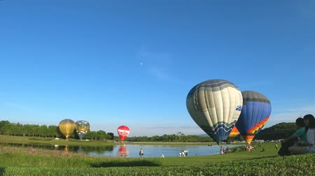 Chiang Rai, Thailand. November 30, 2017 : Farm Festival On The Hill 2017, the event in Singha Park Chiang Rai. Balloon show and competition. Стоковые видеозаписи