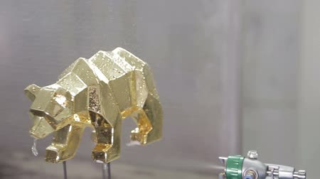 aspirator : Spray on the gold figure. spray gun in manufacturing Stock Footage