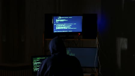 włamywacz : hacker hacked internet code, cyber criminal returned to his workplace