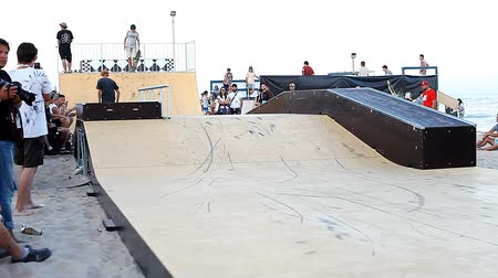 construir : Competition in skateboarding