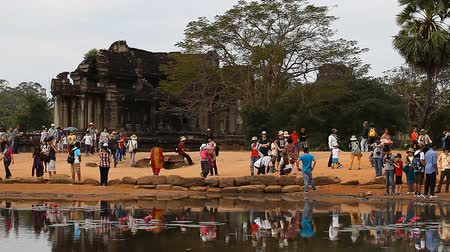 Ангкор : Angkor Wat is a giant Hindu temple complex in Cambodia