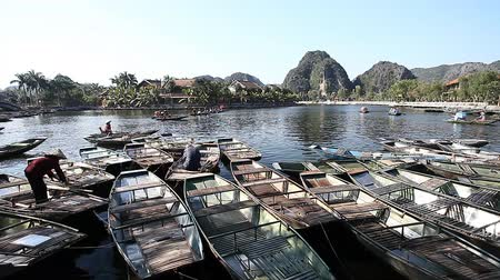 ninh : Popular Boat Tours in Tam Coc Vietnam