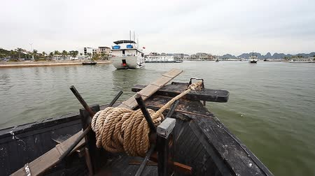 Bay Ha Long in Vietnam and a trip along the bay on board the Dragon boat Stok Video