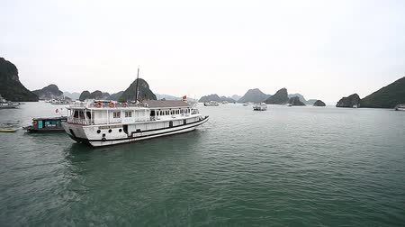 halong : Halong Bay in Vietnam is a UNESCO heritage. The astonishing beauty of the archipelago of the islands Stock Footage