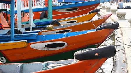 atracação : Tourist Vietnam city Hoi An. Traditional wooden boats