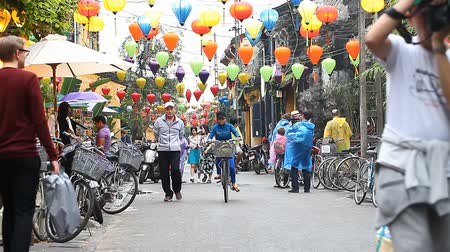 hoi an : Hoi An, Vietnam-December 28,2016: Hoi An is a city of lanterns and an open-air museum.The old city is the heritage of UNESCO. In ancient times, Hoi An was one of the parking places on the Silk Road. Stock Footage