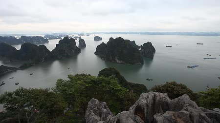 halong : Halong Bay in Vietnam. The amazing beauty of the islands archipelago and UNESCO heritage Stock Footage