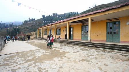 sosyalizm : Vietnam.School in Sapa, a mountainous region in the north of Vietnam Stok Video