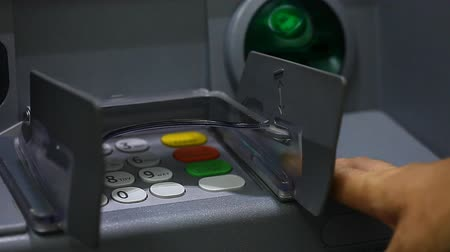 bankomat : ATM close-up and the users hand with a plastic card Wideo
