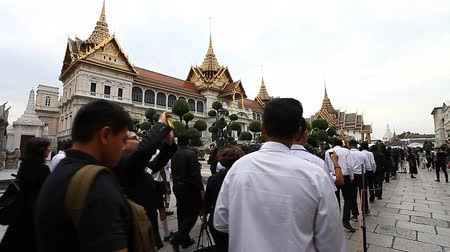 mourners : Bangkok, Thailand-February 2, 2017:A farewell ceremony to the beloved king.The king of Thailand Bhumibol Adulyadej Rama IX has died on 89-m to year of life in Bangkok. National mourning .Black year . Stock Footage