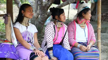 kmenový : Chiang Mai,Thailand-February 13 ,2017:Three young girls from the hill tribe The long-neck karen called themselves as Kayan living in Eco-Agricultural Hill Tribes Village - Baan Tong Luang