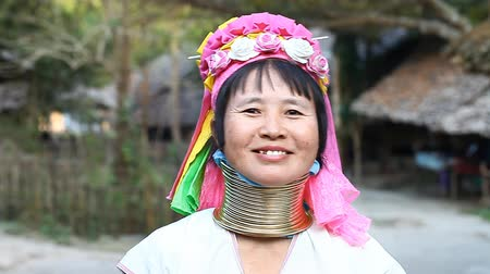 mianmar : Chiang Mai,Thailand-February 13 ,2017:Adult woman from the hill tribe The long-neck karen called themselves as Kayan living in Eco-Agricultural Hill Tribes Village - Baan Tong Luang Stock Footage