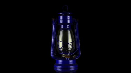 lampa naftowa : Old oil lamp rotating on black  background. Wideo
