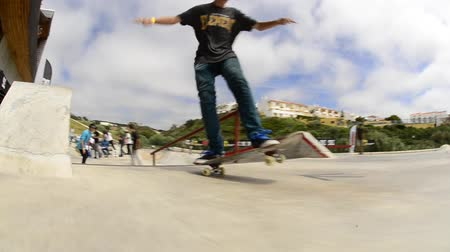 deskorolka : ERICEIRA, PORTUGAL - MAY 10 2014: Gabriel Ribeiro, slow motion, during the DC King of the Park.