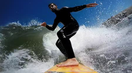 maravilha : Young man enjoying the surfing in Waves.