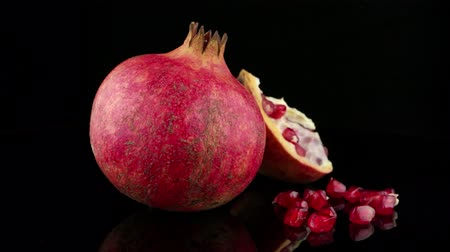 roma : Ripe pomegranate fruit with leaves on black background