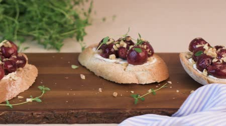 crostini : Toasts with goat cheese, grapes, nuts and honey.