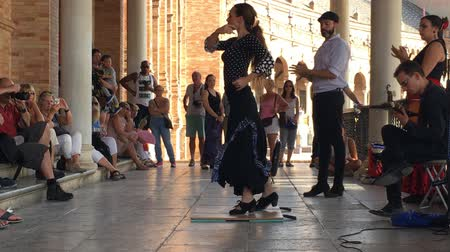 traje : SEVILLE, SPAIN - CIRCA OCTOBER 2017: Group of flamenco dancers in Plaza de Espana in Seville, Spain